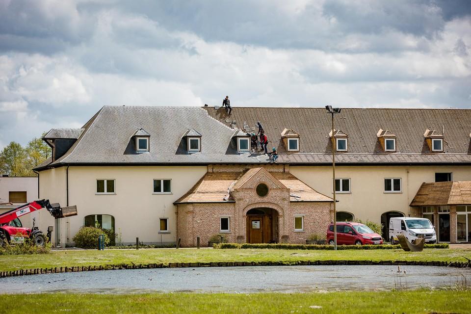 De bekende villa, die zichtbaar is vanop de Liersesteenweg, wordt afgebroken. De grote vijver wordt gedempt.