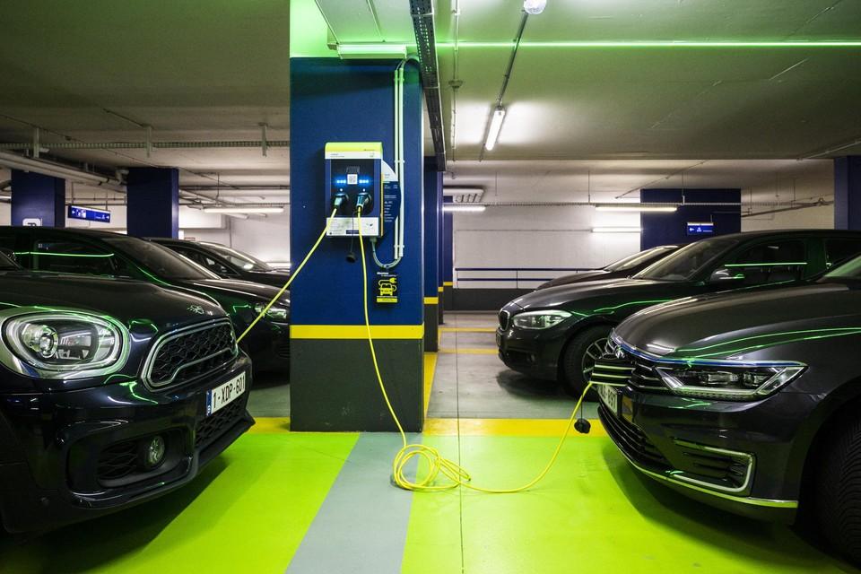 Het is duidelijk (nog) geen liefde op  het eerste gezicht tussen de Belgische werknemers en de elektrische auto.