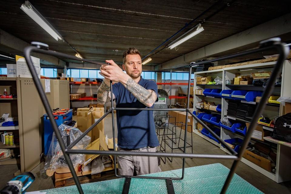 """""""De focus ligt op alles wat met hout en plaatmateriaal te maken heeft. Metaal wordt praktisch alleen nog gebruikt als onderstel"""", vertelt personeelsverantwoordelijke van Bulo Anne Verbeeck."""