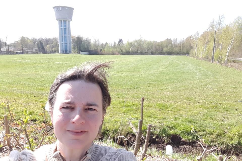 Uw reporter voor de watertoren van Westmalle op de Antwerpsesteenweg.