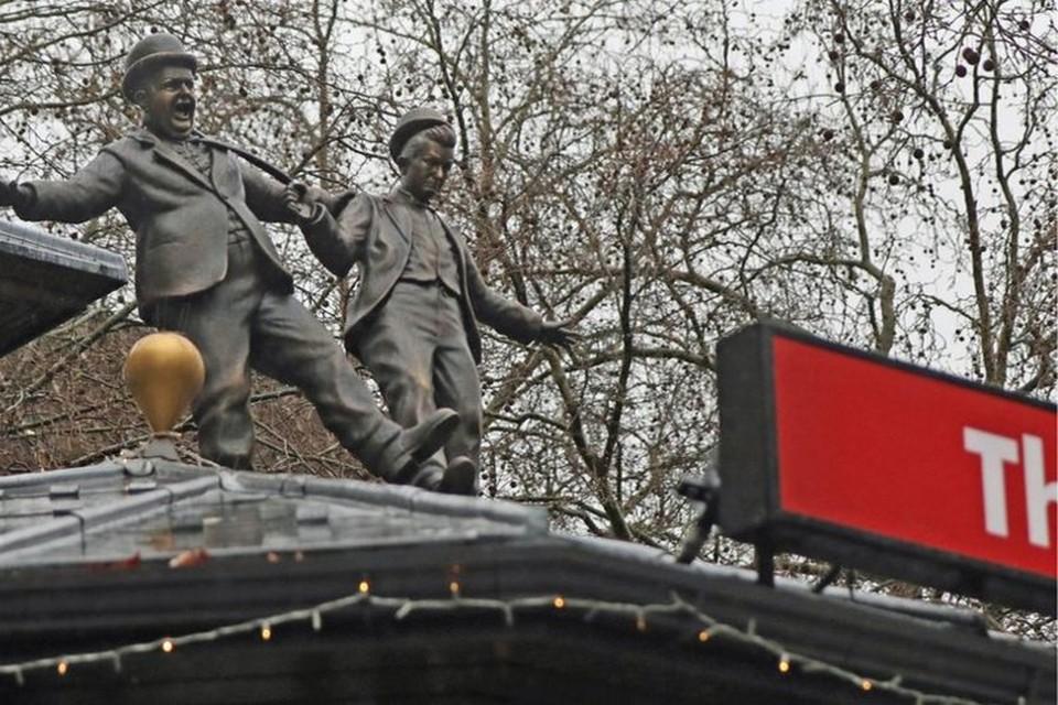 Laurel en Hardy aan Leicester Square.