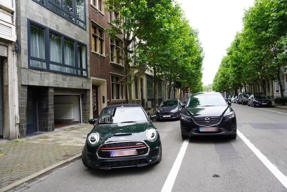 Verwarring in Verbondstraat: is het een fietspad of is het een dubbele parkeerplaats?