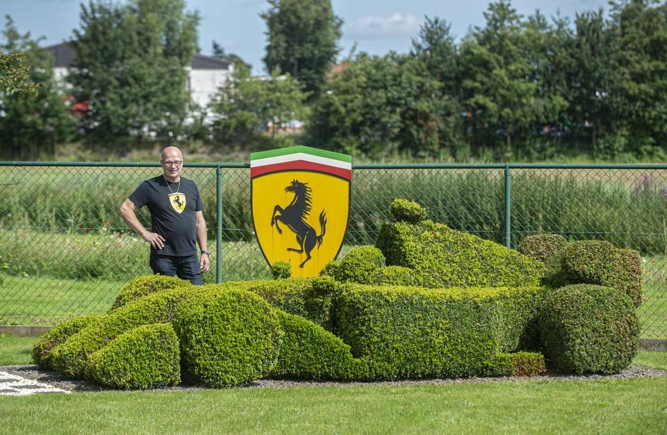 Luc knipte uit buxussen een indrukwekkende F1- racewagen