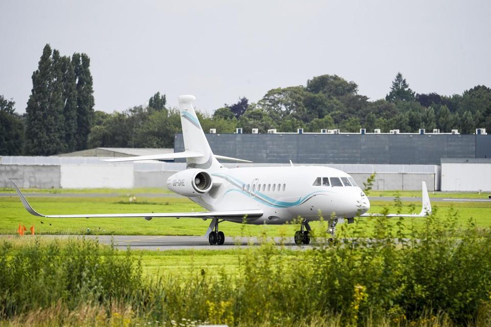 Een privéjet landt op de luchthaven van Deurne