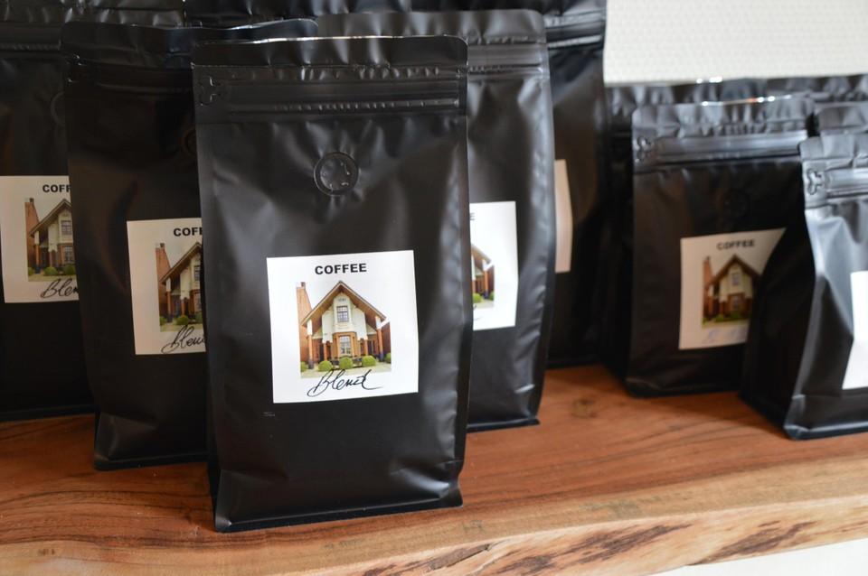Tine's Stoof verkoopt ook de eigen koffieblend.