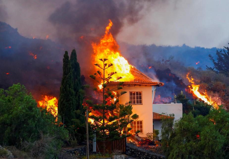 Een huis in de Llanos de Aridane gaat in vlammen op.
