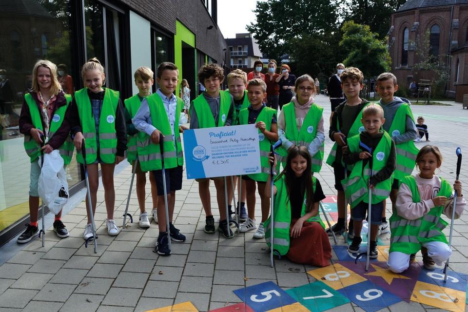 Basisschool Heilig-Hartcollege uit Heist-op-den-Berg ontving 1305 euro. Daarmee gaat de school duikelrekken installeren.