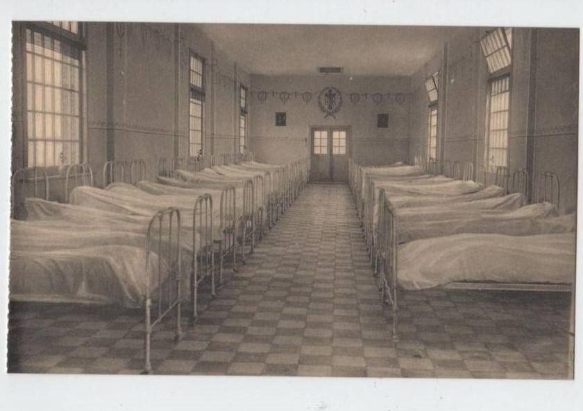 De slaapzaal in het buitenverblijf in Zandhoven.
