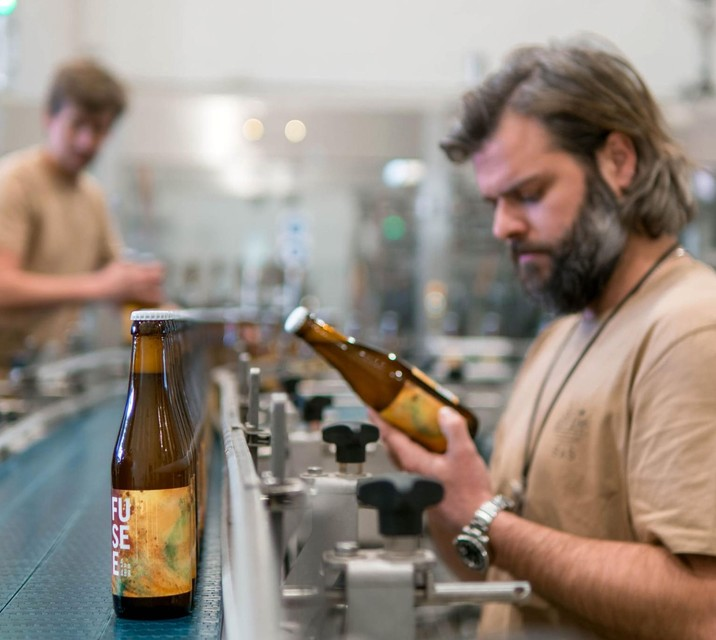 De etiketten brengen bier, muziek en kunst samen.