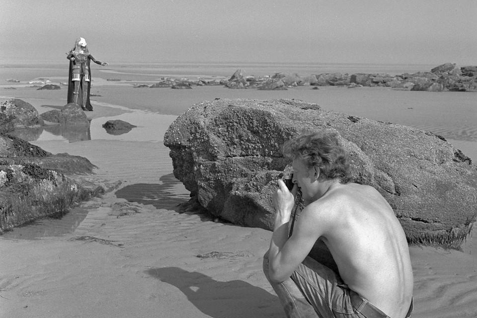 Roland Minnaert aan het werk voor zijn eerste fotoboek in 1970