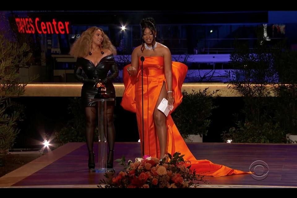 Beyoncé in Schiaparelli en Megan Thee Stallion