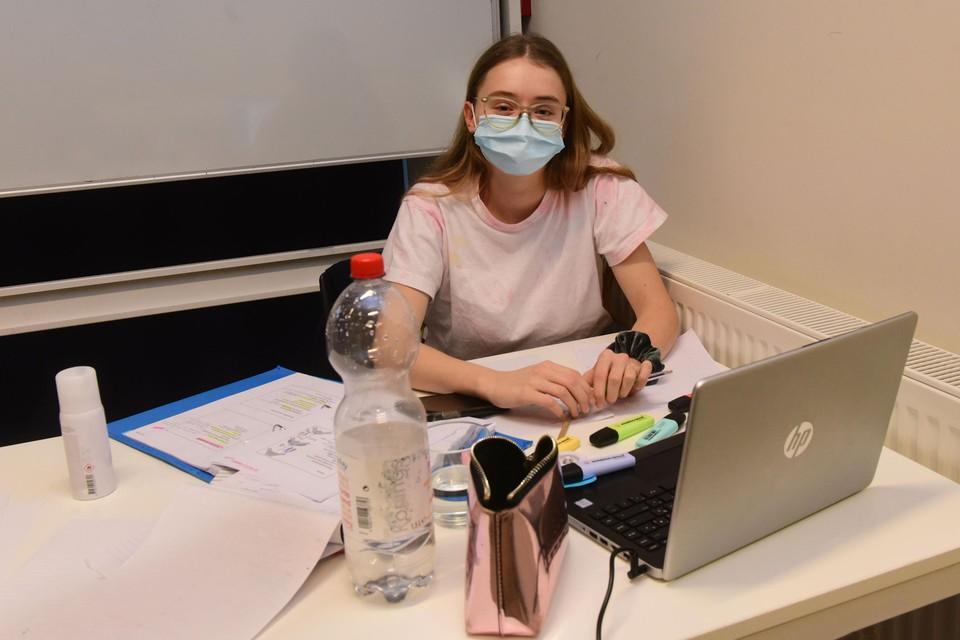 Roxaan in GC De Notelaar in Oostmalle. Normaal studeert ze in de bibliotheek van Zoersel.