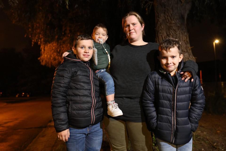 Kimberly Hoffinger (29) met haar zoontjes Duncan (10), Dylano (2) en Detlef (8).