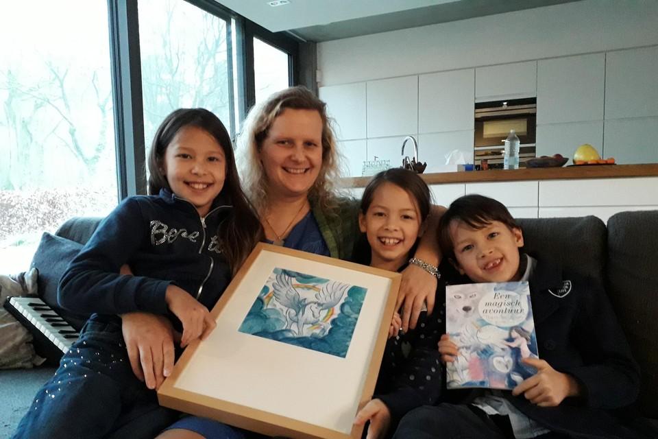 Anneke Duym met haar Happy Angel Team bij de lancering van haar eerste kinderboek 'Een magisch avontuur' in 2019.