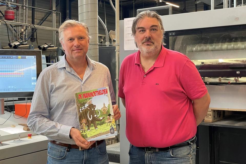 Bart De Bie en Kris Trovisi met dummy van het stripverhaal 'De Mammoethelden'.