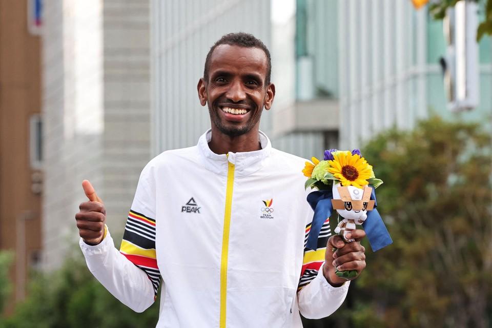Abdi op het olympische podium. De medaille-uitreiking is voor later vandaag voorzien.