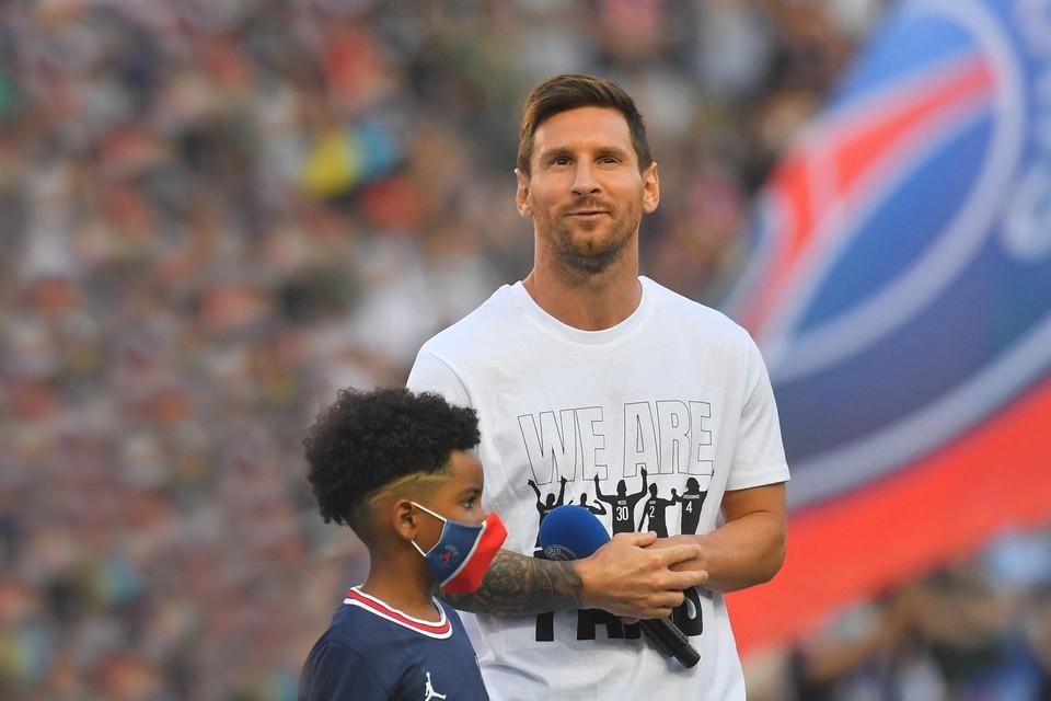 Messi bij zijn presentatie voor de match tegen Straatsburg: een beetje verlegen, zoals altijd.
