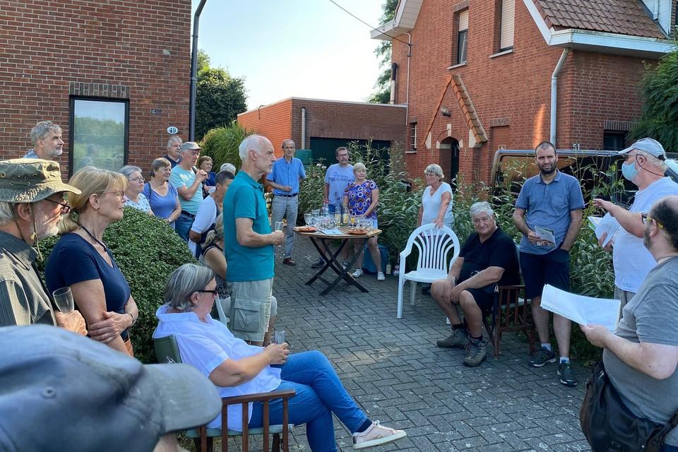 Ook Paul Lermytte van Wijkcomité Ertbrugge sprak de wandelaars toe.