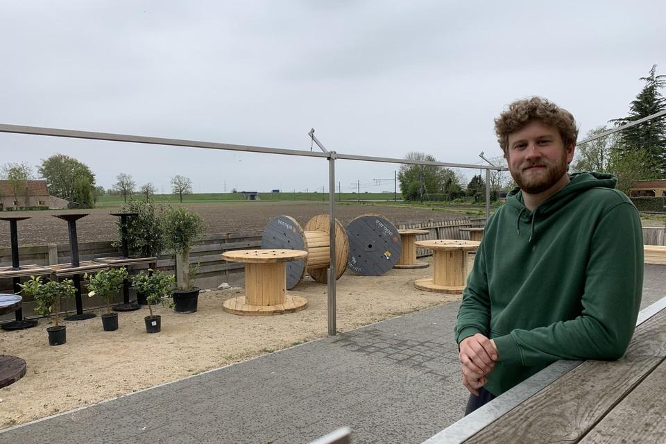 Vincent Op de Beeck start begin juni met café 'Den Bled'. Eerst als zomerbar met zicht op de weidse velden.