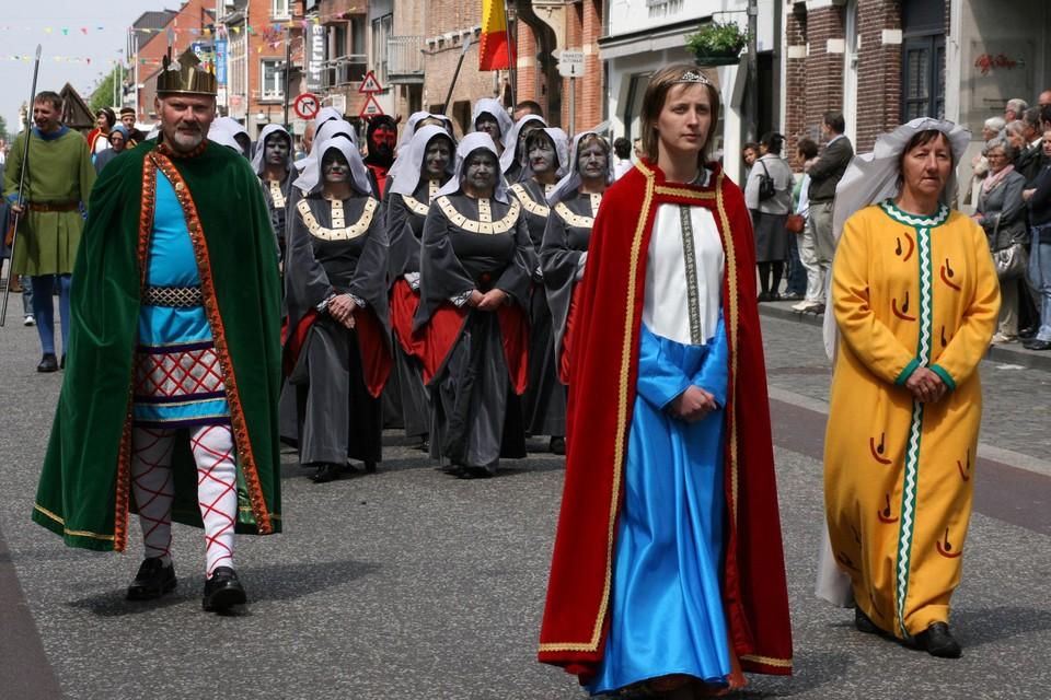 Onder meer via de Sint-Dimpna Ommegang tijdens de vijfjaarlijkse Dimpnadagen houden de stad Geel en het OPZ Geel het unieke gegeven van de gezinsverpleging en Sint-Dimpnaverering levendig.