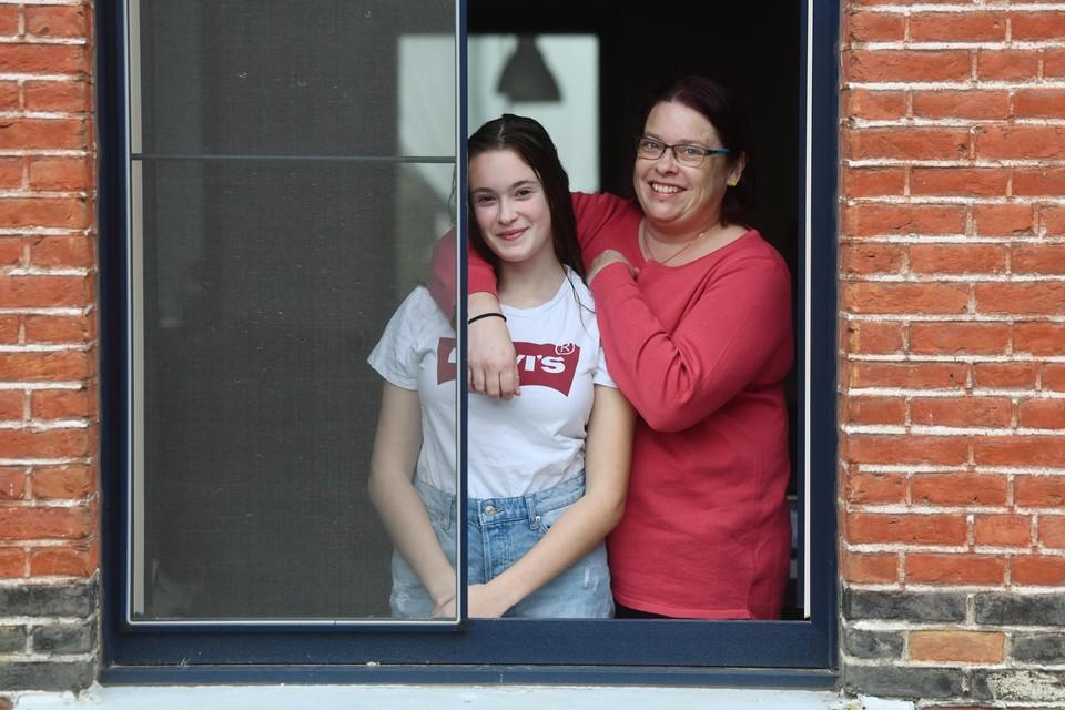 Heidi Hellemans met haar dochter.