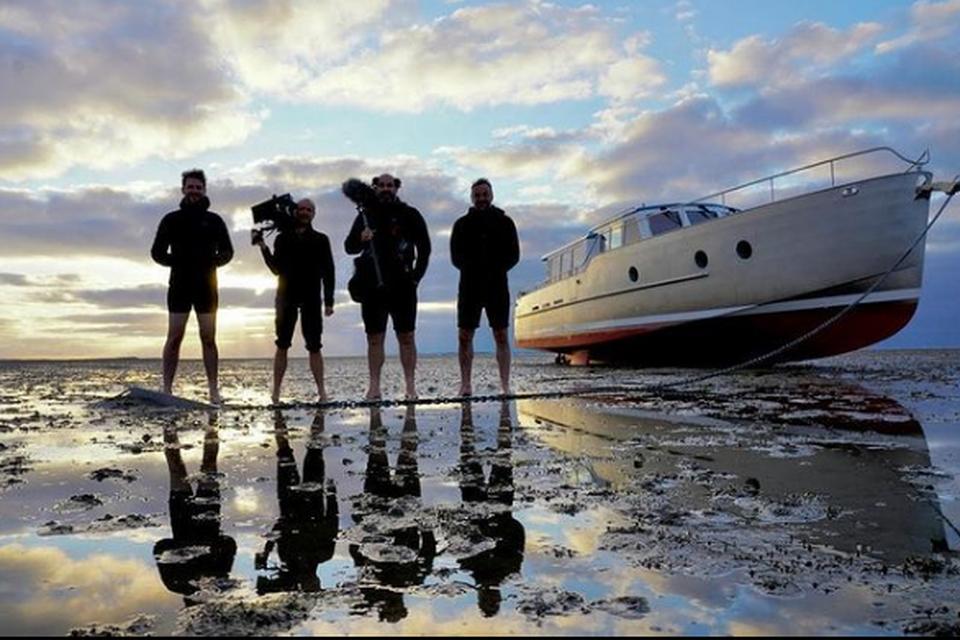 Tom Waes en zijn crew gaan wadlopen bij de Waddeneilanden.
