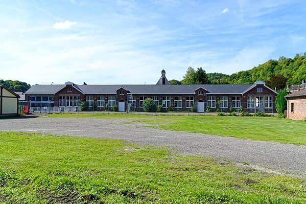 School in Trooz voor de ramp.