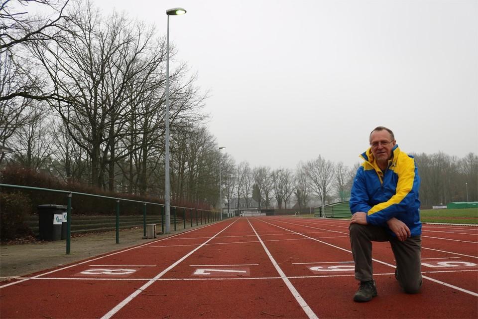 """""""Tegen dat de atletiekpiste wordt vernieuwd, zal AC Waasland er dertig jaar op getraind hebben"""", zegt Rudy Verlaeckt."""