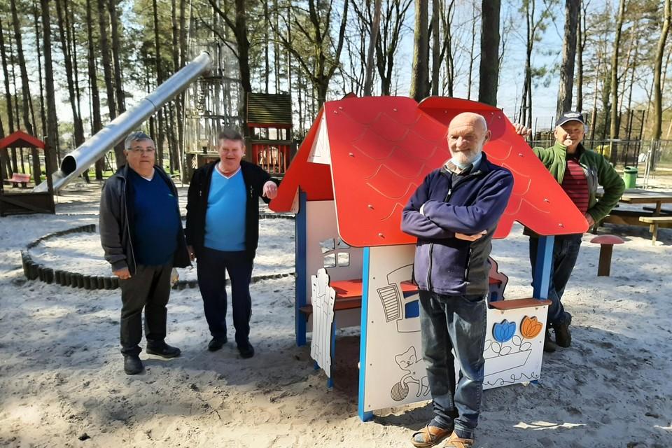 Jos Hugens, Jos Belmans, Marc Macquoi en Staf Mariën van de vrijwilligersgroep.