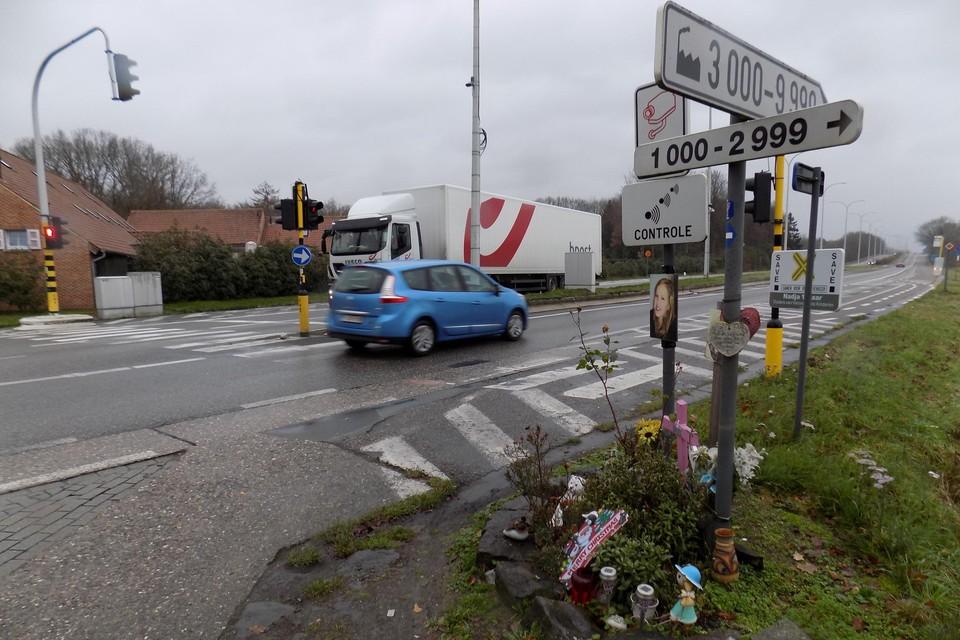 Op het gevaarlijk kruispunt kwam in mei 2013 fietsster Nadja Meeusen om het leven.