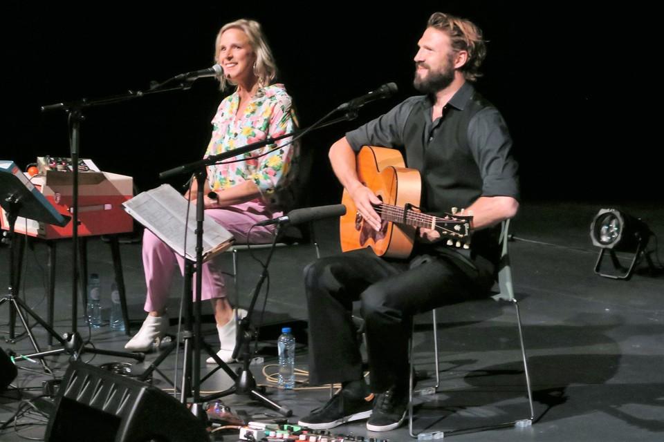 Tine en Pieter Embrechts gaven een historisch concert: het allereerste in het gloednieuwe COC Brieleke.