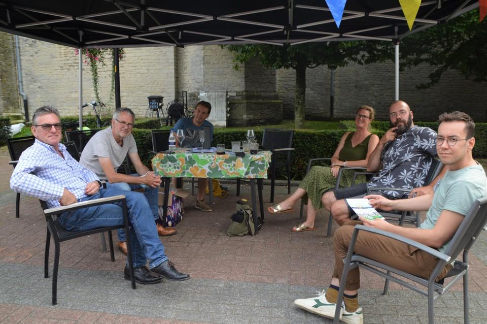 Burgemeester Johan De Ryck (links) met medewerkers van de gemeente Ranst en de Provincie Antwerpen-Rulant die het project kwamen voorstellen.