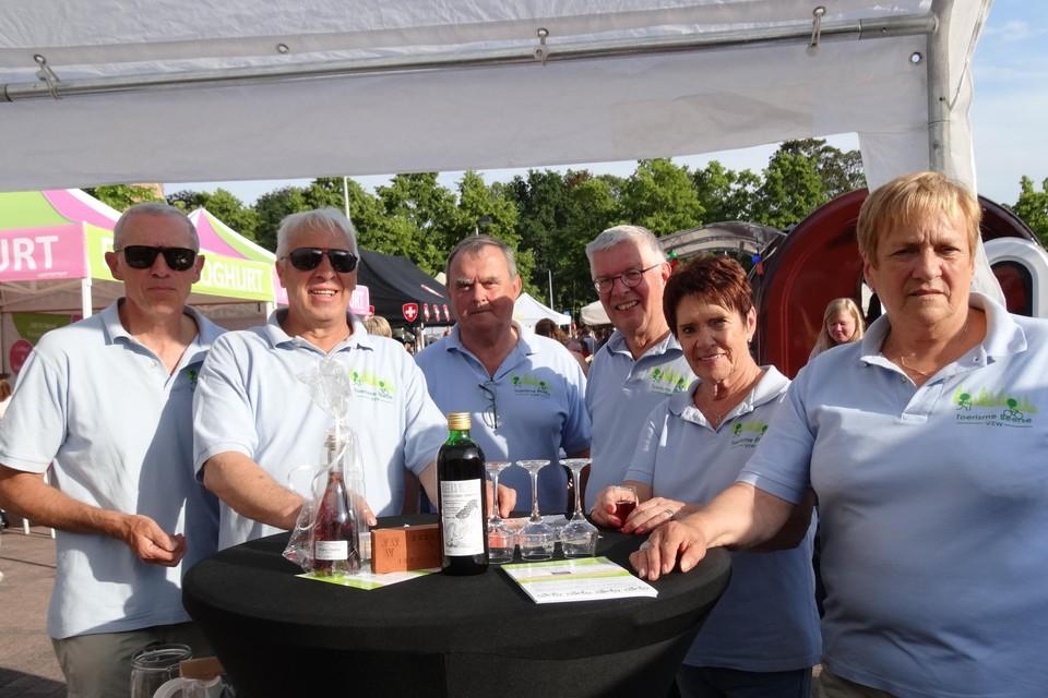 Leden van Toerisme Beerse op een van de vorige avondmarkten.