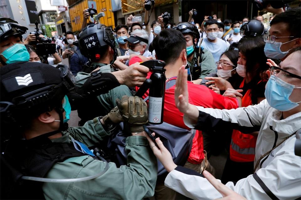 De straatprotesten flakkeren weer helemaal op nu bekend raakte dat de veiligheidswet voor Hongkong goedgekeurd is in Peking.