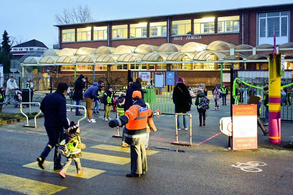 OLFA Elsdonk in Edegem kon vandaag weer open. De basisschool moest vorige week dicht na besmettingen met de Britse variant.