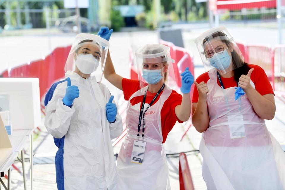 Studenten van AP Hogeschool doen hun stage als verpleegkundige op het Covid-testdorp op Spoor Oost.