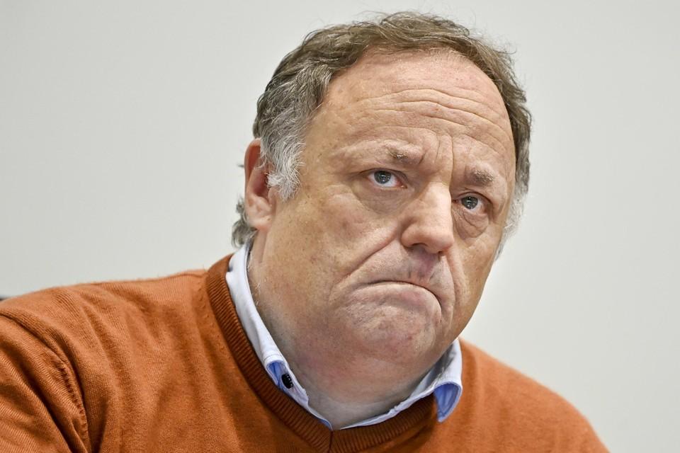 Marc Van Ranst vindt het te vroeg om de knuffelcontacten af te schaffen.