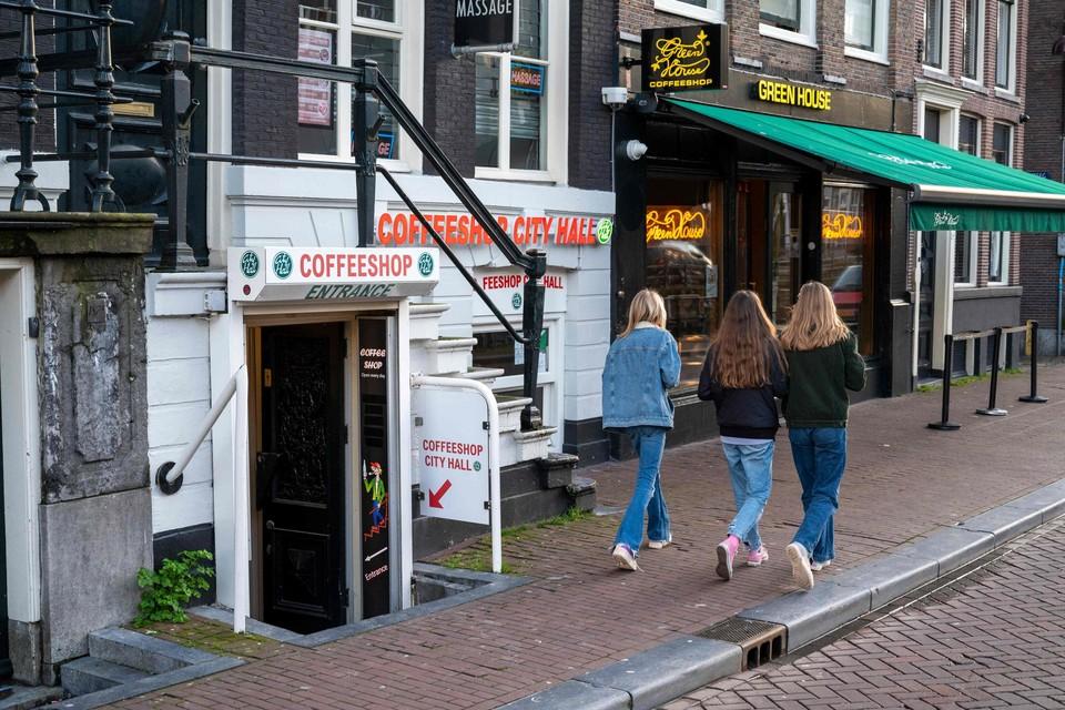 Burgemeester Halsema wil de verkoop van cannabis aan buitenlandse toeristen verbieden in Amsterdam.
