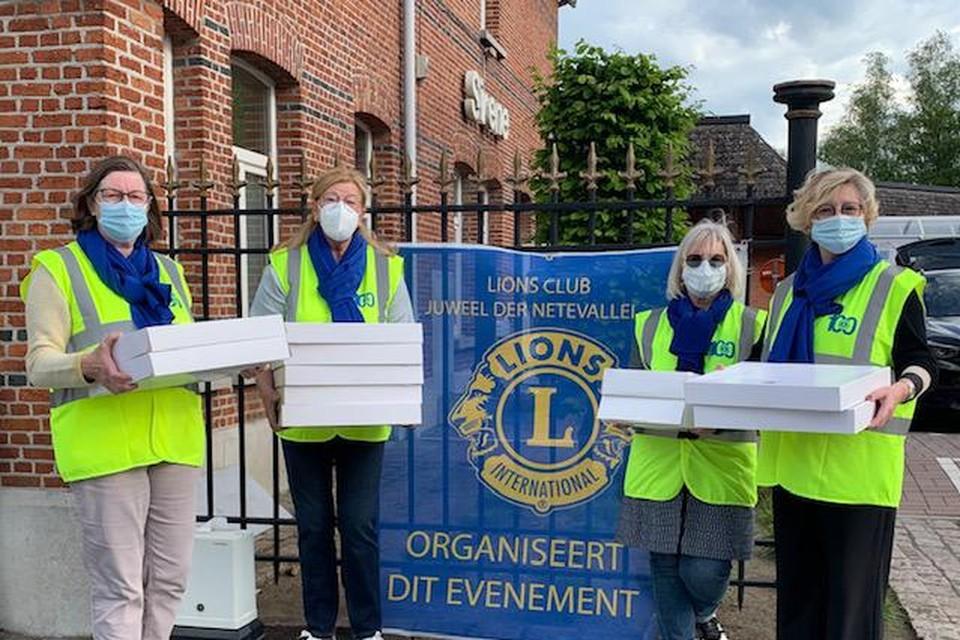 De dames van Lionsclub Juweel der Netevallei zorgden voor 750 moederdagontbijten in hun werkingsgebied. In Heist-op-den-Berg werden er 350 verspreid.