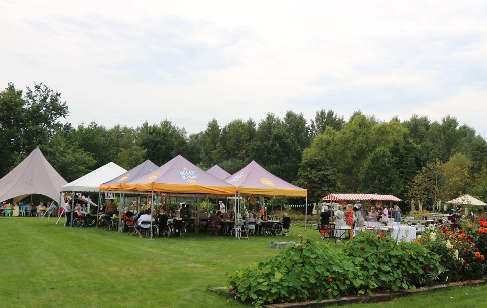 De tuin van het woonzorgcentrum is ideaal voor evenementen.