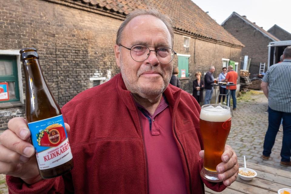 Brouwer Jan De Troetsel stelt met trots de Burton 'nieuwe stijl' voor.