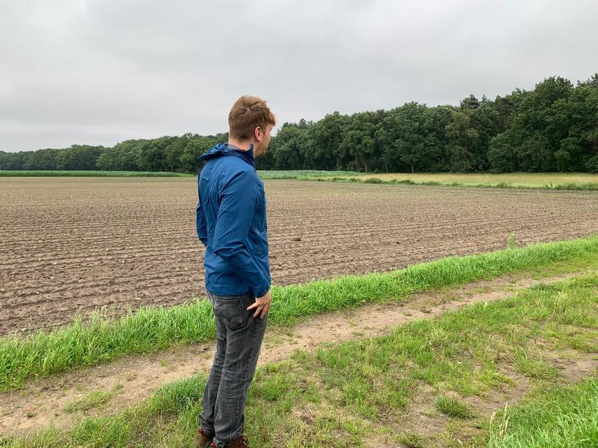 Wandelen langs landbouwgebied