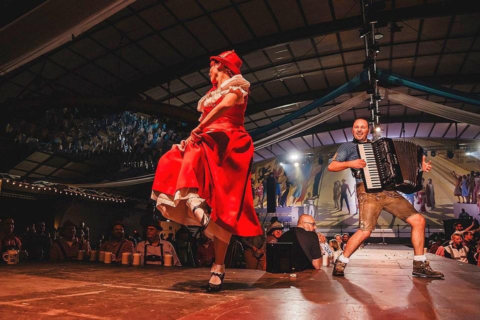 Johan Vleugelers zorgt zondag voor de nodige muzikale ambiance tijdens de Vlaamse Kermis in Herentals.