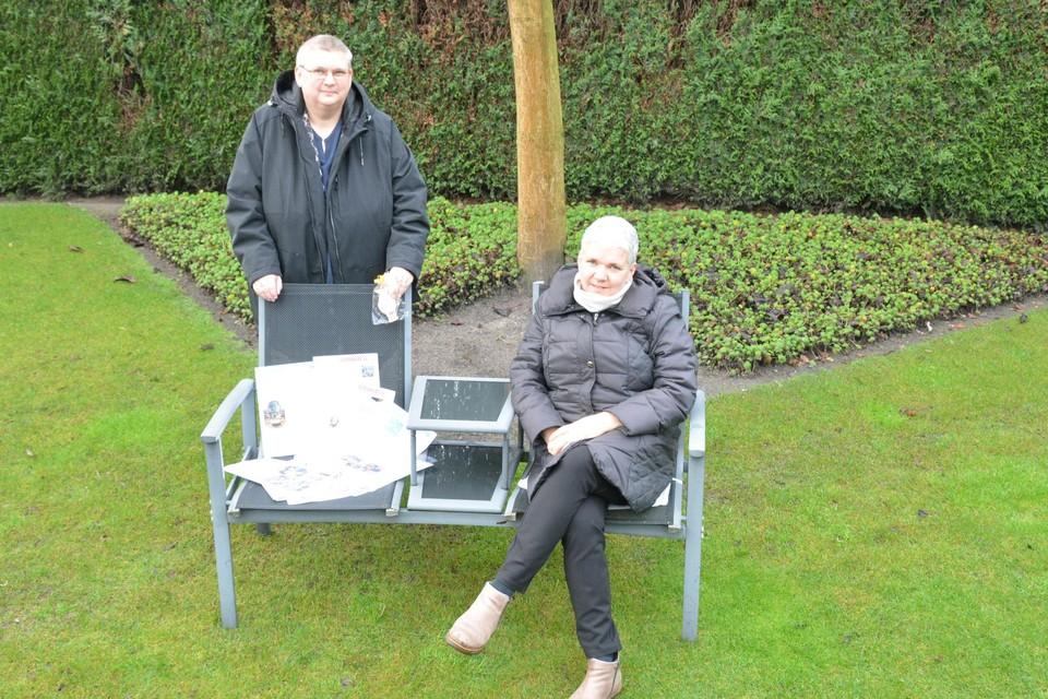 De zussen Ann en Hilde Francken publiceren elke zondag hun coronakrant De Gazet van Achterbroek.