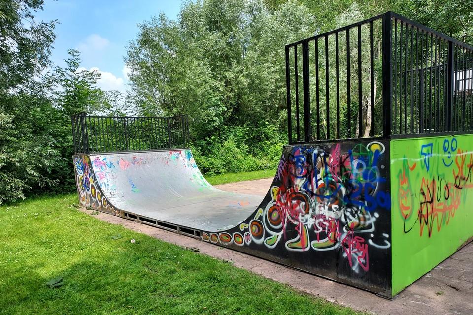 Sinds maandag staat er een skateramp op het speelpleintje in de Herenboslaan in Koningshooikt.