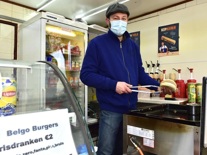 Alex Deraes heeft sinds de tweede lockdown een hamburgerkraam geopend aan de KMO-zone in Sint-Katelijne-Waver.
