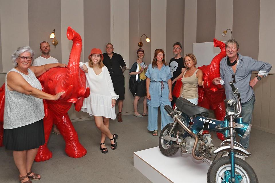 Peter Everaert (rechts) met enkele kunstenaars.
