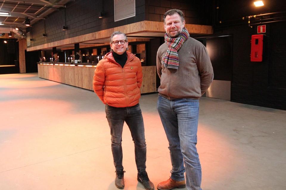 Olivier en Dimitri zien in Hangar 27 een cultuurcentrum.