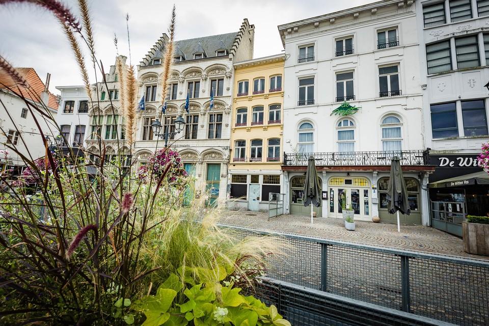 Behalve De Met is ook het leegstaande Ankercafé ernaast in handen van brouwerij Het Anker.