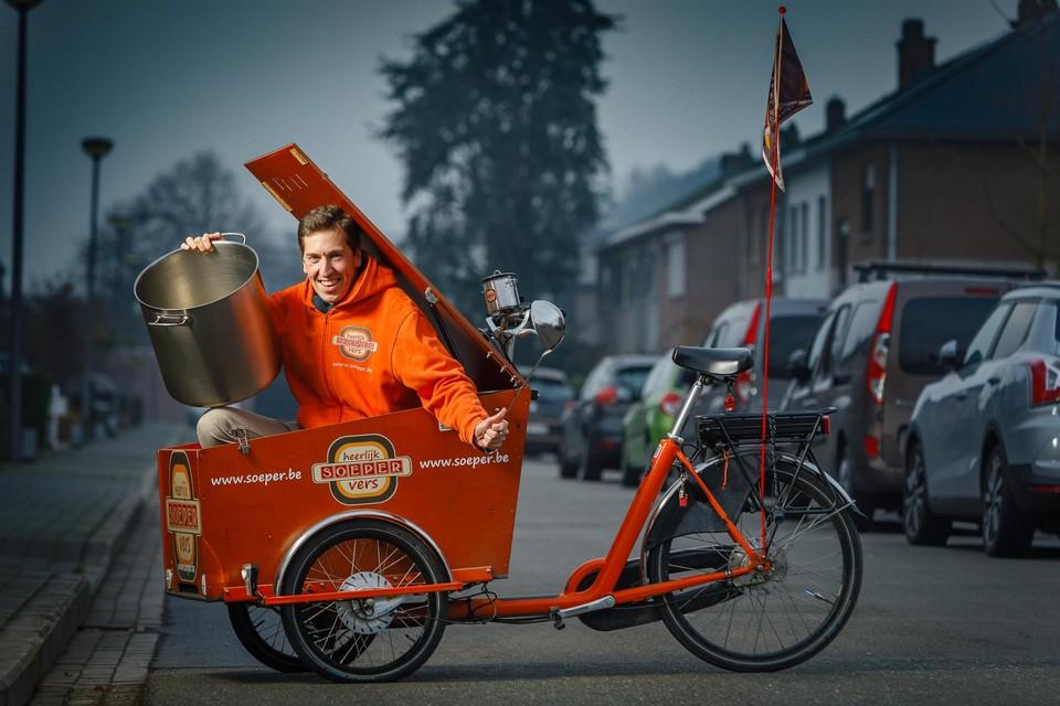 Soepboer Soeper gaat in Mechelen al enkele jaren met een bakfiets op ronde.